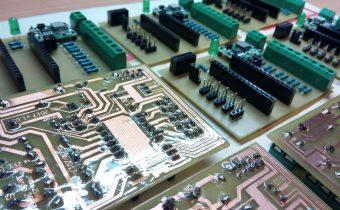 WebServer + Teplomer + Voltmeter z Arduina